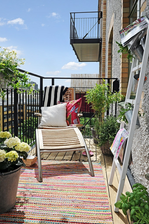 loungebalkonmöbel-balkon-verschönern-balkon-deko-ideen-balkon-gestalten-