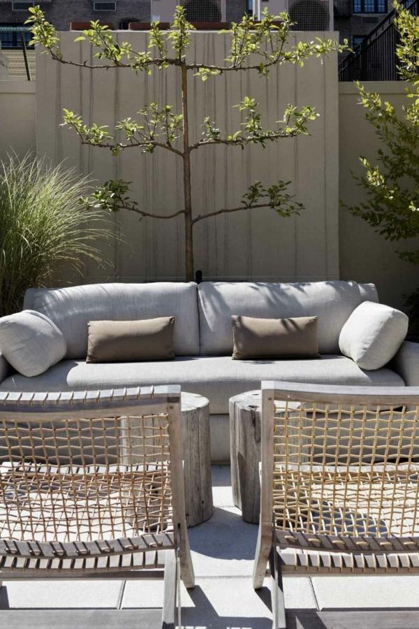 sitzecke im garten relax im gr nen. Black Bedroom Furniture Sets. Home Design Ideas
