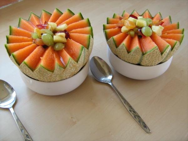 exotisches obst dekoration - kreative idee mit melonen