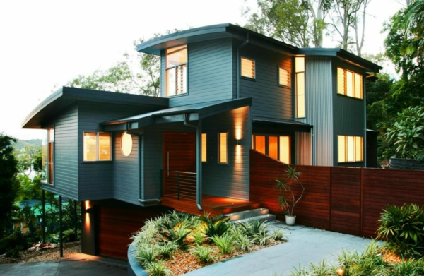 modern-3-storeys-home-design-on-sloped-area-painted-blue-wooden-wall-panels-varnished-brown-wood-fence-and-doors-up-down-exterior-wall-sconces-modern-sloped-area-home-design-ideas-modern-3-storeys-ho-936x611