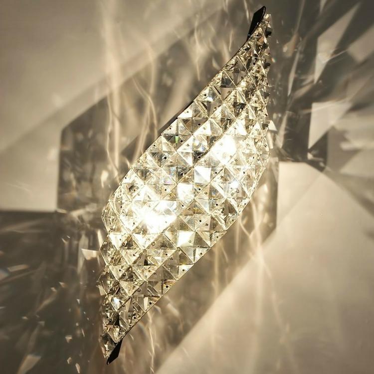 kristall-leuchte-an-der-wand-schick-besonders-edel-modern-schlicht