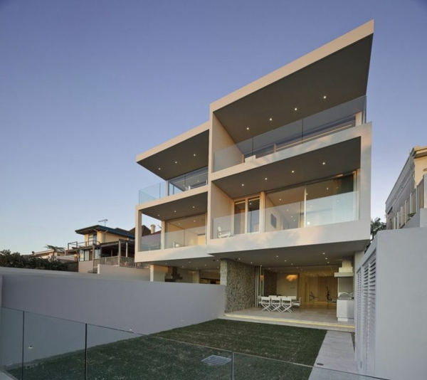 moderne-architektur-modernes-design-haus-mit-pool-luxus-ferienwohnung