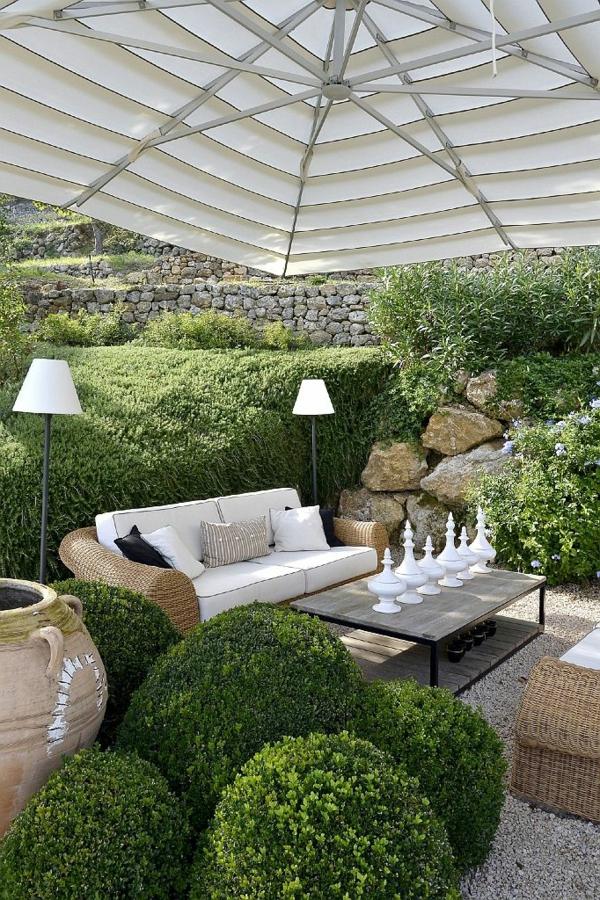 Sitzecke im garten relax im gr nen for Terrassengarten gestalten