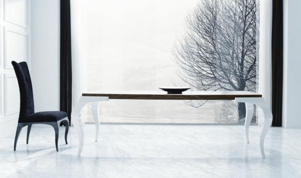 barock tisch - großes modell im weißen esszimmer mit einer glaswand und mit nur einem stuhl