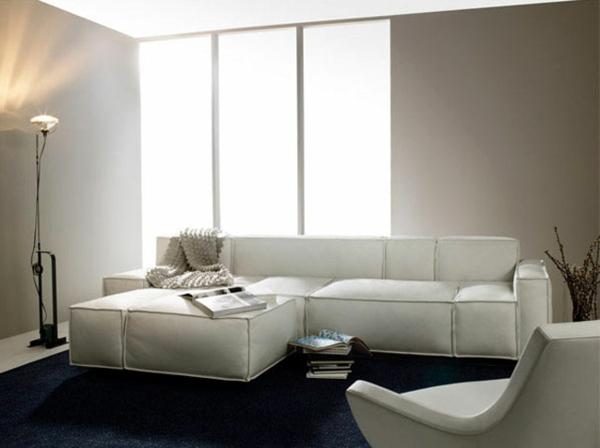 schwedisches Möbel - weißes sofa im kleinen wohnzimmer