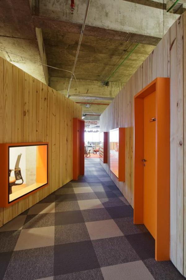 orange-innentüren-holz--moderne-gestaltung-für-den-innenbereich