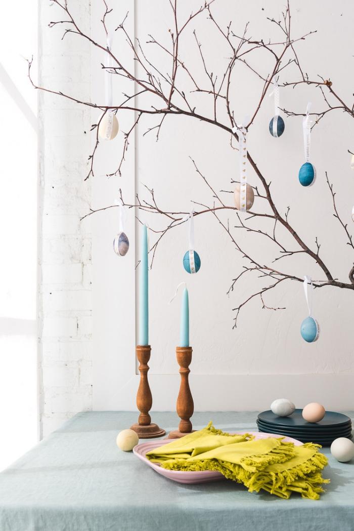 osterdeko in weiß und blau, eierbaum selber machen schritt für schritt, zweige