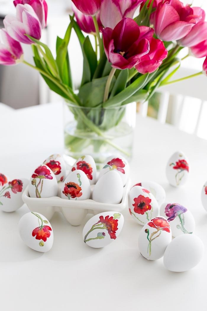 osterdeko in weiß und rosa, weiße eier dekoriert mit blüten, ostereier färben, tulpen