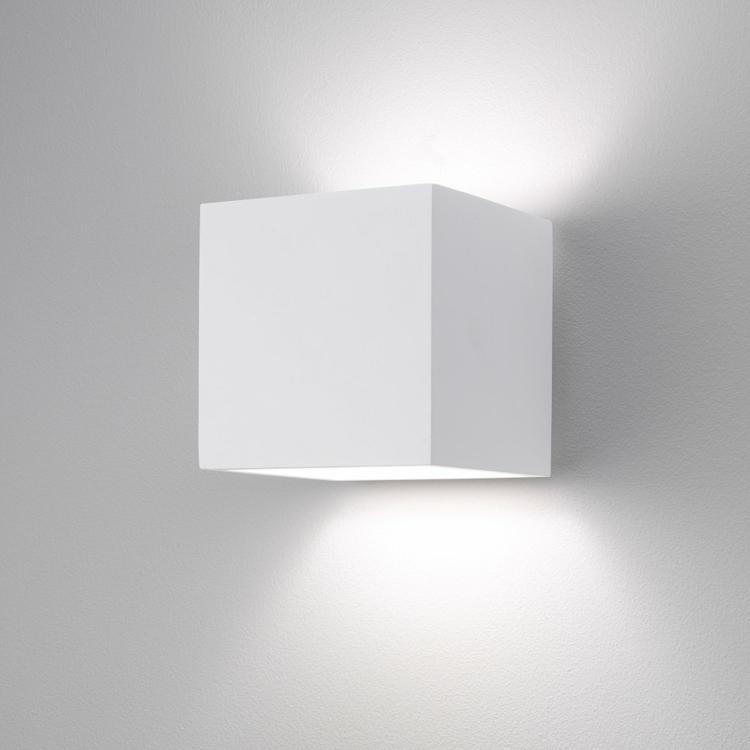 kübe-weiß-schick-edel-besonders-warmes-weißes-licht-beleuchtung-nach-oben-und-unten