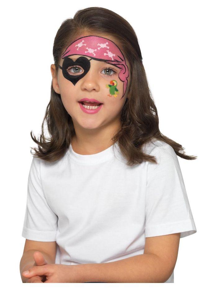 Halloween Make up für Kinder, herzförmige Augenklappe, rotes Kopftuch und grüner Papagei