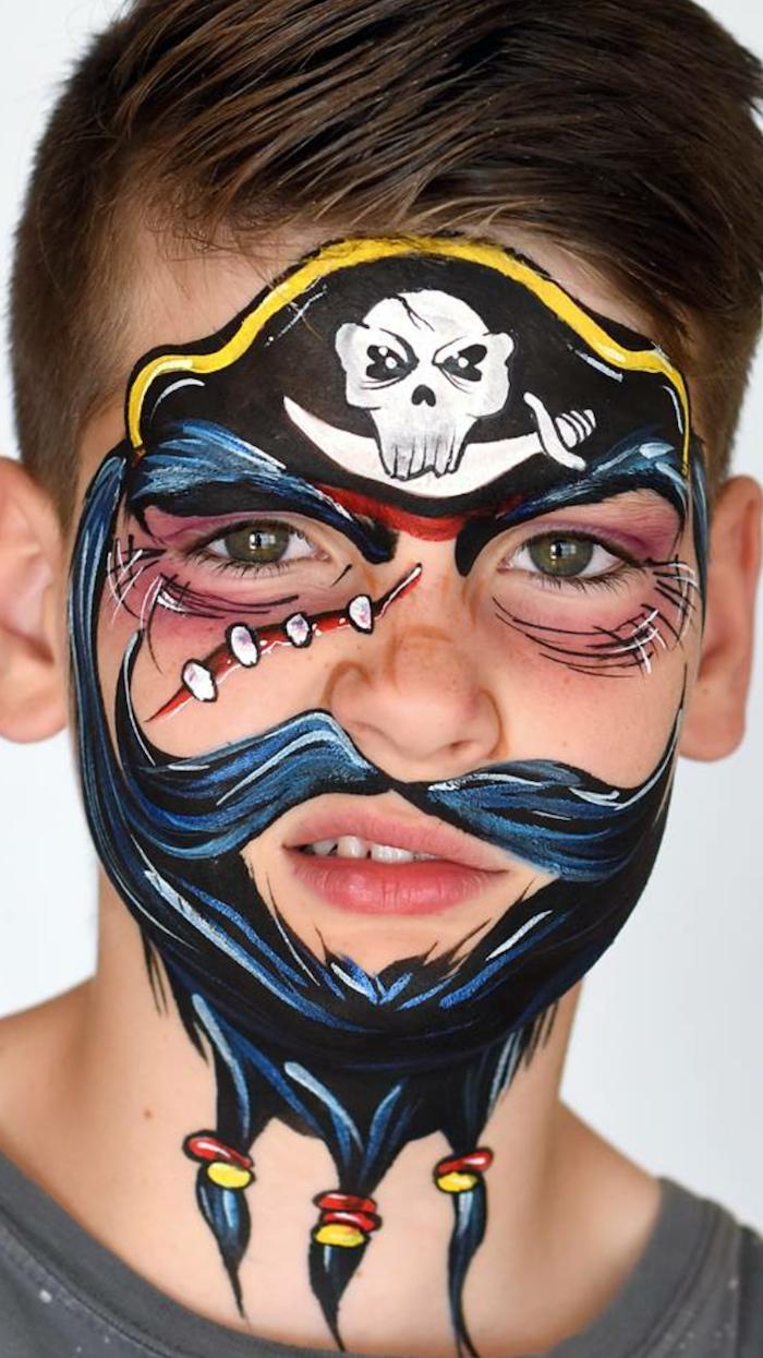 Halloween Make up für Kinder, Bart und Piratenhut mit Totenkopf malen, Kinder schminken für Halloween