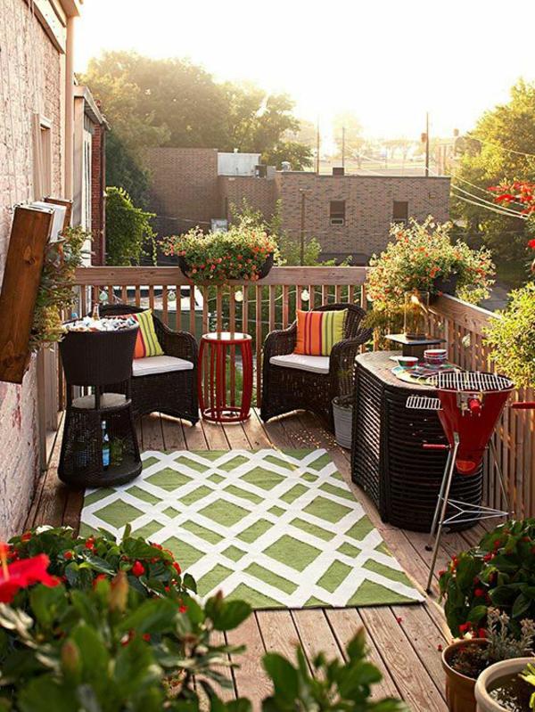 -praktische-balkonmöbel-balkon-verschönern-balkon-deko-ideen-balkon-gestalten-