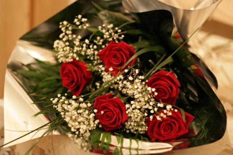 rosen-schick-edel-besonders-modern-romantisch-valentinstag-überraschung-süße-idee