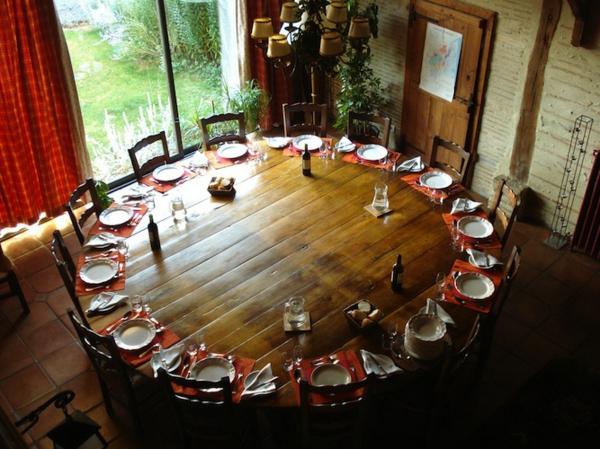 Runder Tisch - cooles modell aus holz mit vielen sitzplätzen