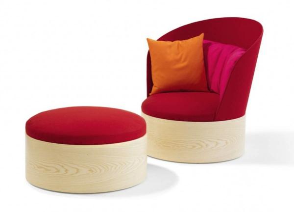 schwedisches Möbel - schöner stuhl mit einem hocker