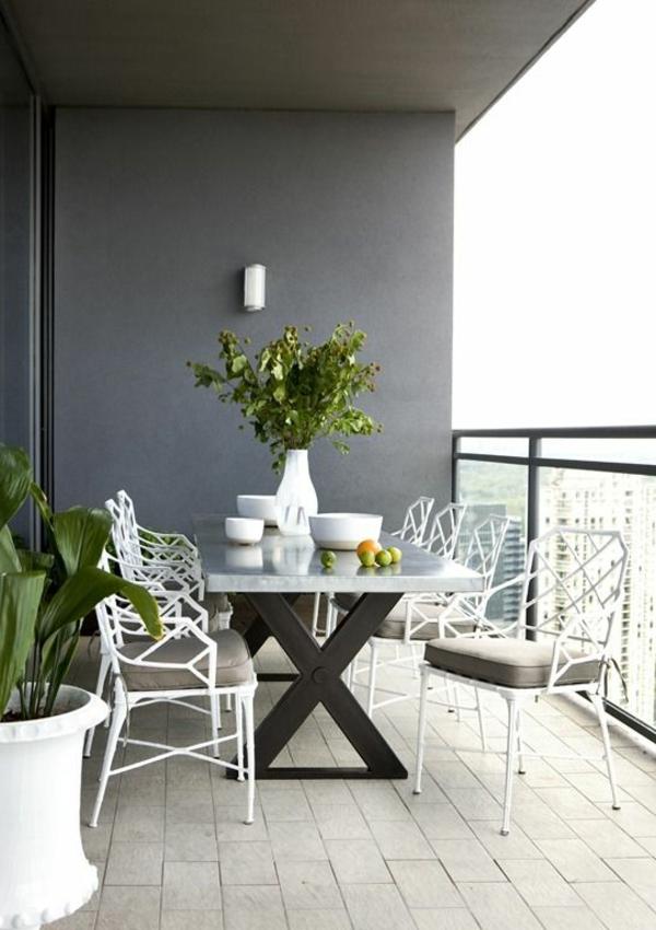 schöne-balkonmöbel-balkon-balkon-gestalten-balkon-ideen-balkontisch-balkonstühle