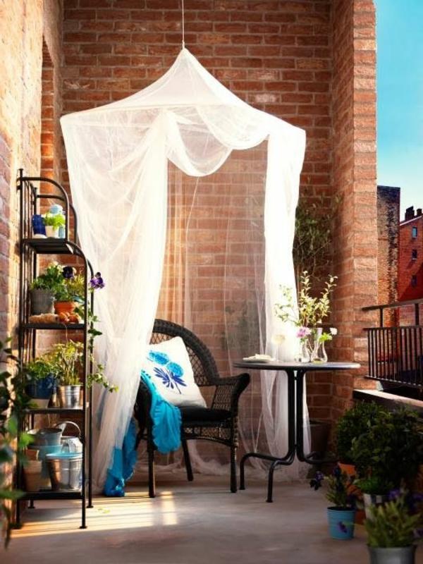 schöne-einrichtung-balkonmöbel-balkon-verschönern-balkon-deko-ideen-balkon-gestalten-