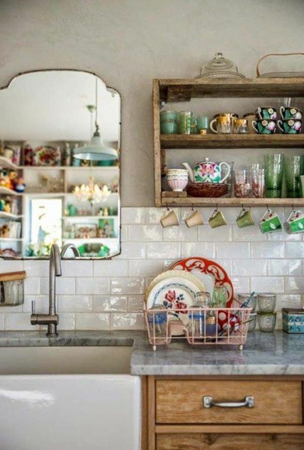 schöne-vintage-küche-hölzerne schubladen