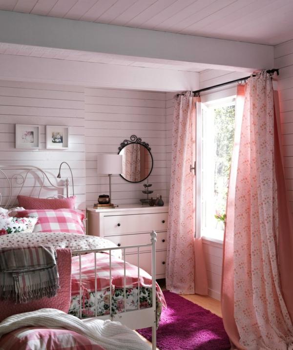 schönes-bett-im-landhausstil-im-rosigen-schlafzimmer- ein sehr schönes und cooles bild