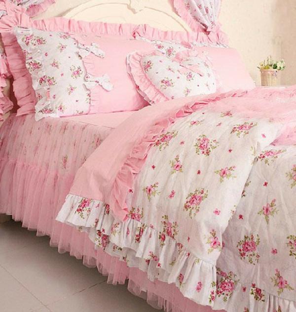schönes-bett-im-landhausstil-rosige-und-weiße-farbe-kombinieren- ein sehr schönes und cooles bild