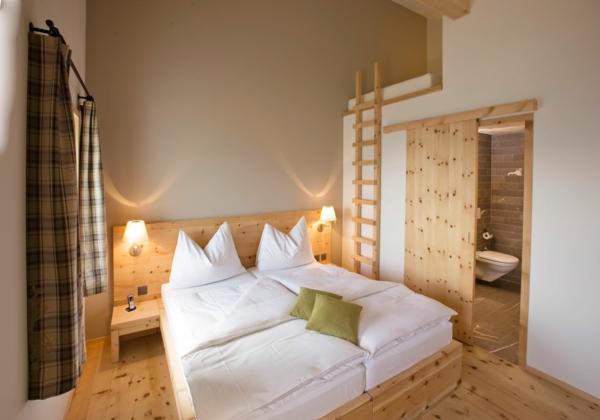 schicke-und-effektvolle-innentüren-holz-schiebetüren-schlafzimmer-einrichten