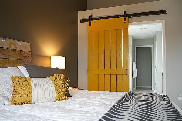 schiebetüren-aus-holz-für-eine-coole-ambiente-badezimmer-tür-