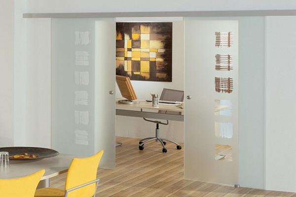 schiebetüren-glas-holzboden-design-moderne-innenarchitektur