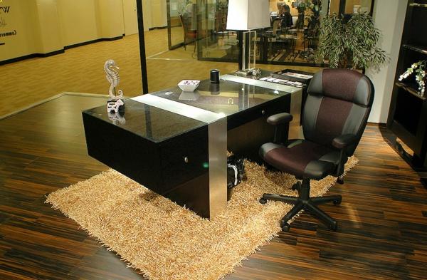 designerschreibtisch - modernes büro mit einem teppich in beige
