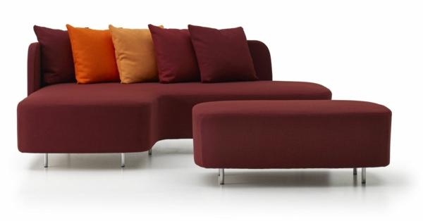 schwedisches Möbel - elegantes sofa mit dekokissen