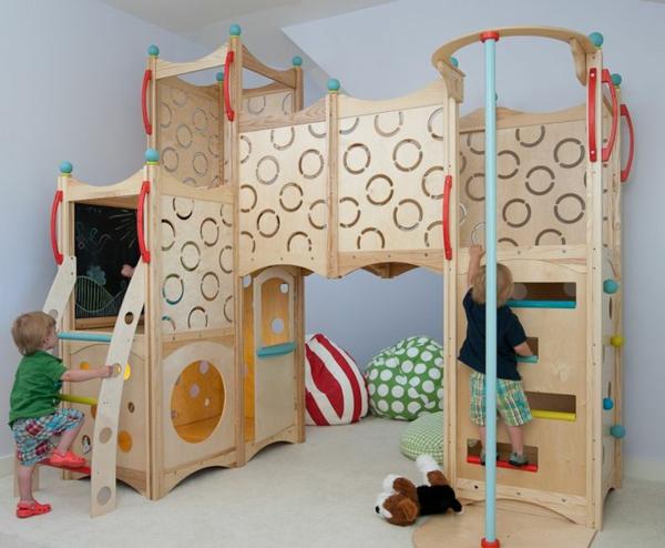 spielplatz-drinnen-spaß-für-die-kinder-holzkonstruktion-idee-für-das-kinderzimmer-einrichtungsidee