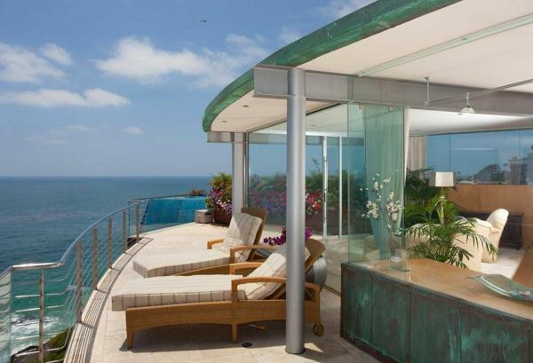 super-moderne-architektur-modernes-design-haus-mit-pool-luxus-ferienwohnung