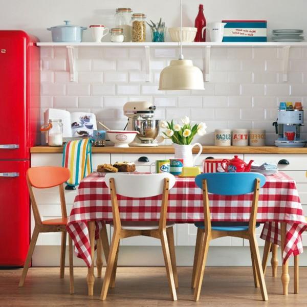 vintage kuche super tolle tischdecke in weia und rot kuchenschrank hangen