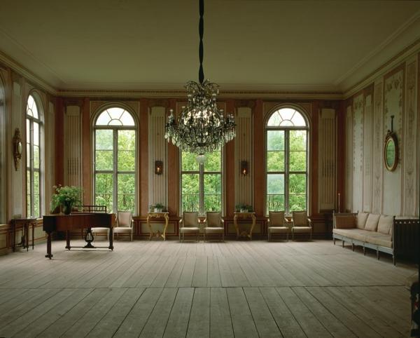 schwedisches Möbel - eleganter kristalleuchter