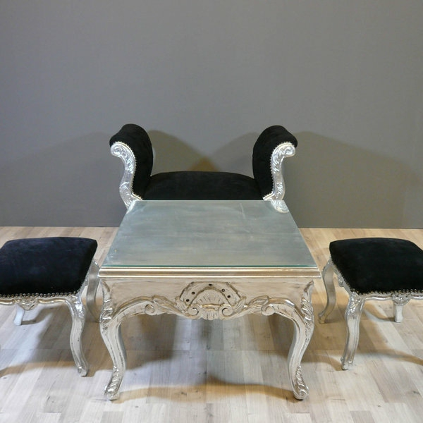 barocktisch - quadratisches modell mit zwei schwarzen hockern auf den beiden seiten