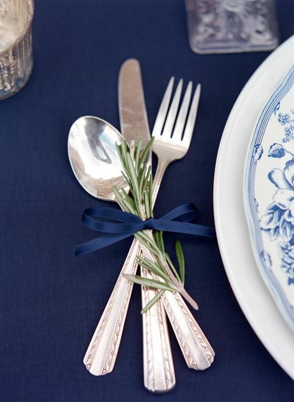 tischdeko-in-weiß-und-blau-ideen-für-tischgestaltung-