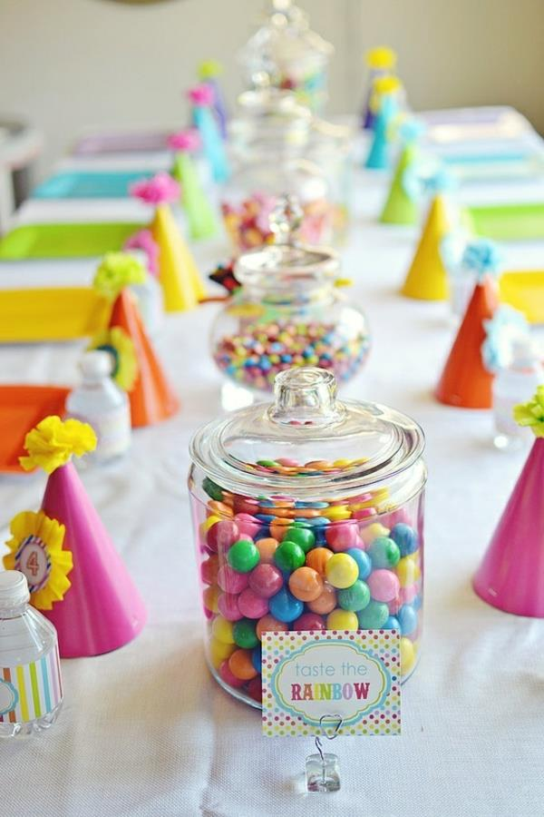 tischdekoration-für-einen-kindergeburtstag-party-deko-