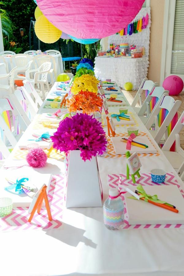 tischdekoration-für-einen-kindergeburtstag-party-deko-im-garten--