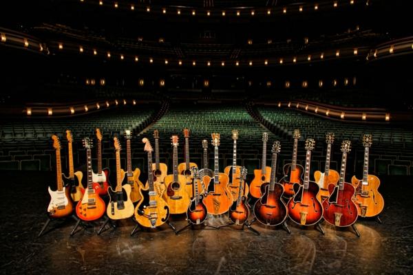 viele-toll-aussehende-vintage-guitars