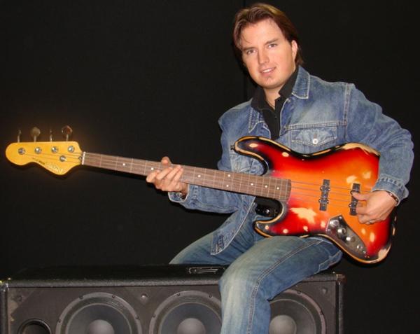 vintage-guitars-ein-mann-spielt-die-guitarre
