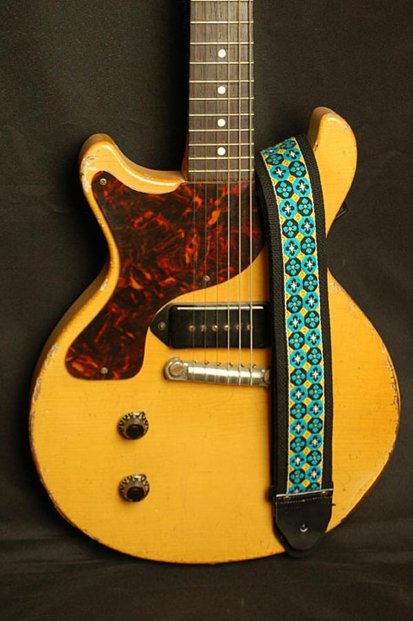 vintage-guitars-wunderschönes-modell-in-braun-und-beige