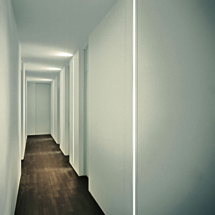 wandleuchte-schlicht-schick-besonders-versteckt-vertikal-entlang-der-wand-modern-luxus
