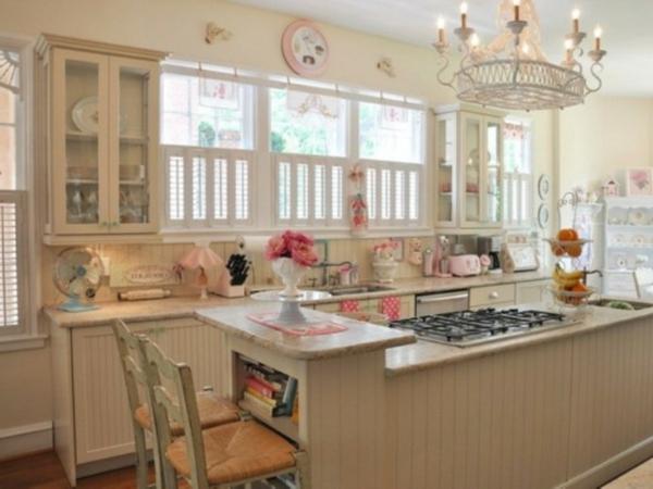 weiße-schöne-vintage-küche-mit-vielen-fenstern
