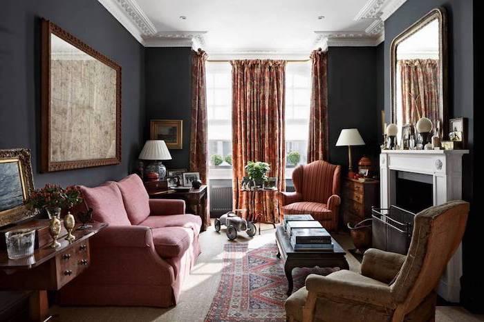 Wohnzimmer Einrichtung Ideen, Wandfarbe Schwarz, weißer Kamin, rotes Sofa, Möbel aus Massivholz