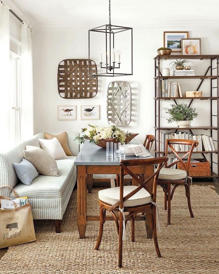 Wohnzimmer Einrichtung in Landhaus Stil, helle zarte Nuancen, Möbel aus Massivholz, Accessoires aus Rattan