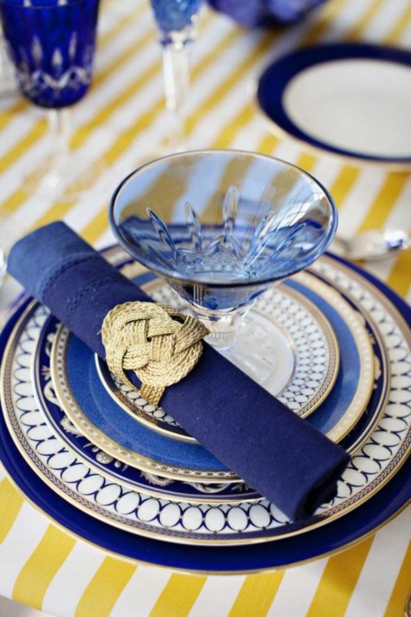 wunderbare-tischdeko-idee-in-blauer-farbe