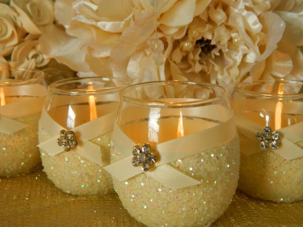 wunderschöne-kerzenhalter-glänzende-dekorationen