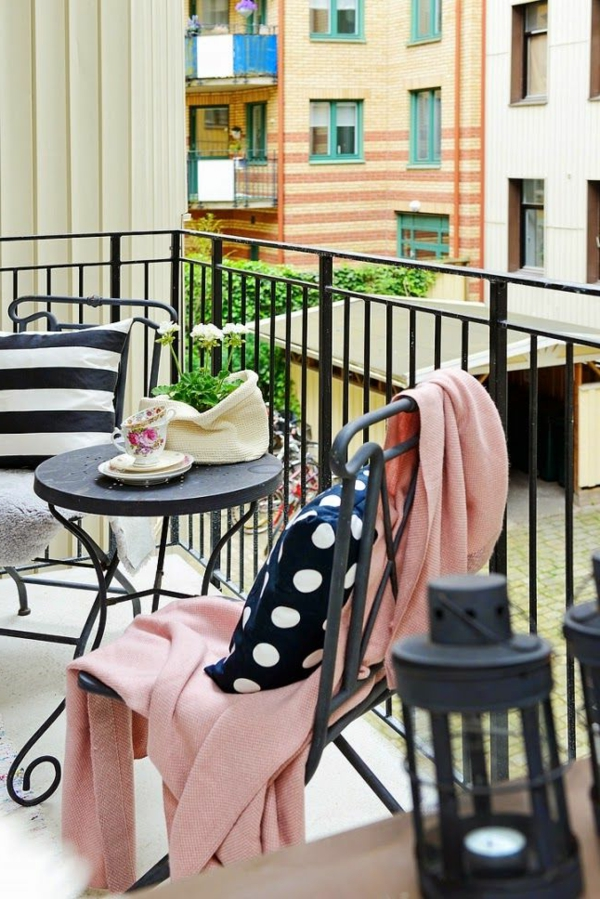 wunderschöne-moderne-balkonmöbel-balkon-ideen-für-draußen-balkon-gestaltung
