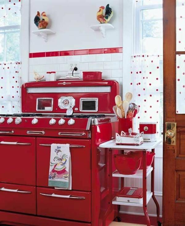 wunderschöne-vintage-küche-in-rot-und-weiß-gestaltet