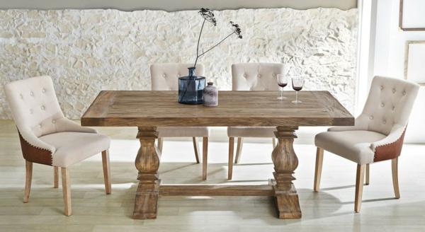 wunderschöner-esstisch-im-vintage-stil-zwei-coole-weiße-stühle-auf-den-beiden-seiten