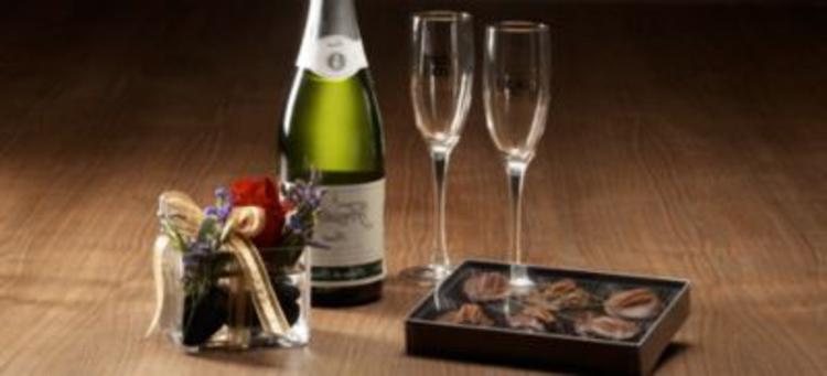 süße-überraschungen-mit-champagner-schick-edel-besonders-blumen-valentinstag